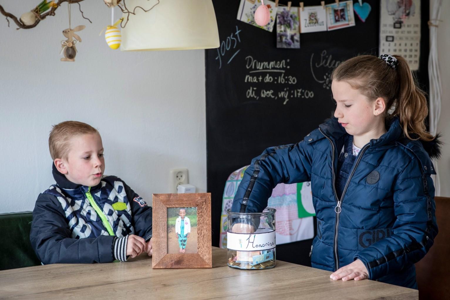 De kinderen van Lars Gerfen sparen voor het sponsorkind