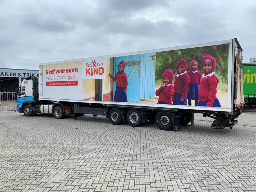 vrachtwagen-redeenkind-promotie-truck